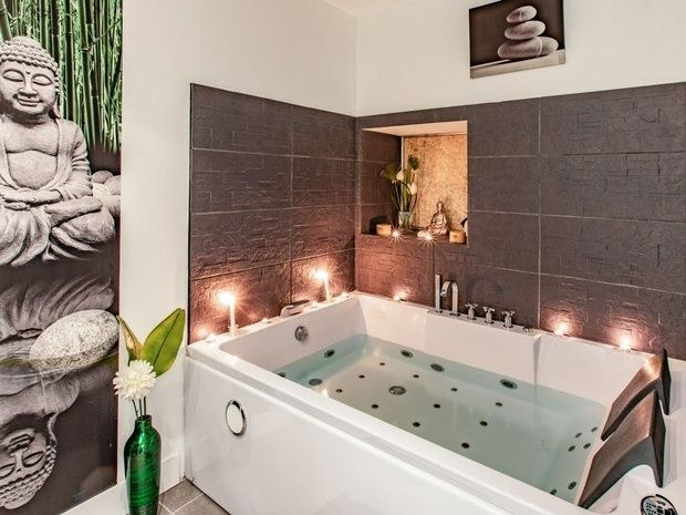 spa-tarn-et-garonne-estheticienne-beaumont-eveil-des-sens-baignoire-jacuzzi-boudha-statue-cadre-bougie