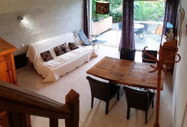 Location-vacances-a-Saint-Raphael-Frejus-appartement-salon