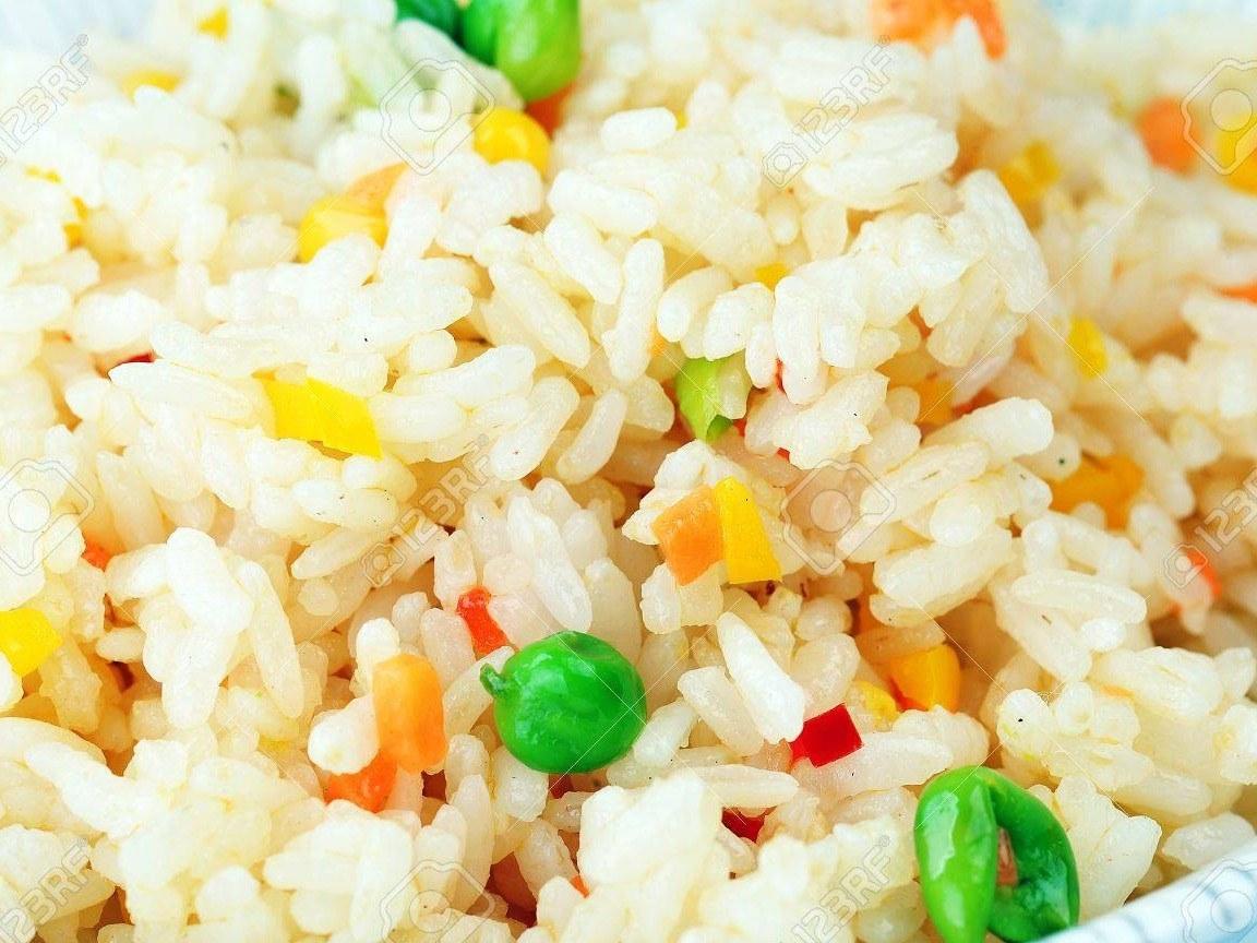 13295930-cuisine-chinoise-riz-aux-petits-pois-le-maïs-et-les-carottes