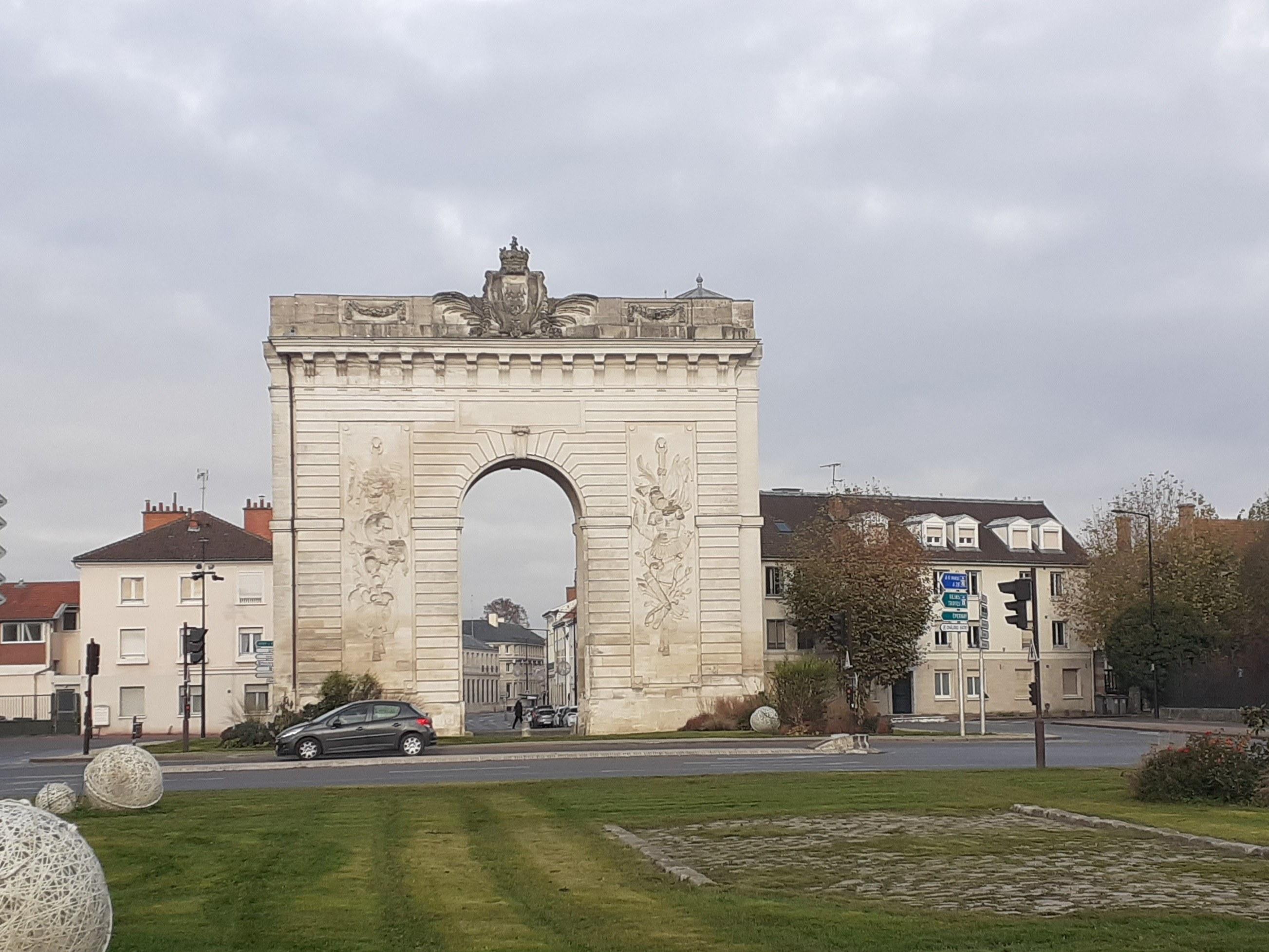 porte-ste-croix-les-catalaunes