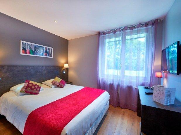 cozy-hotel-cosy-d-affaires-Morlaix-chambre-double-rez-de-chaussée-TV