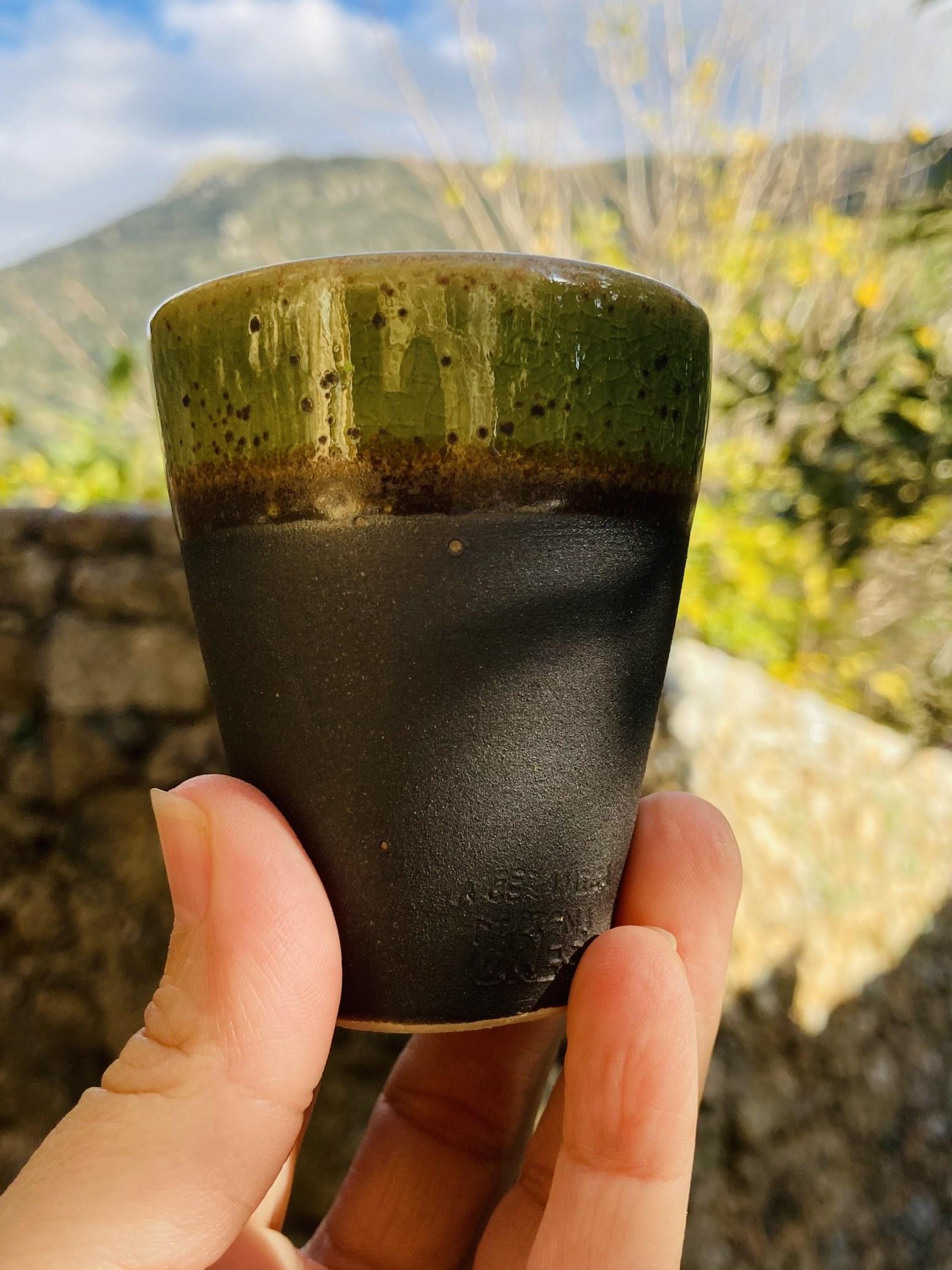 045-Tasse a café noir vert cone