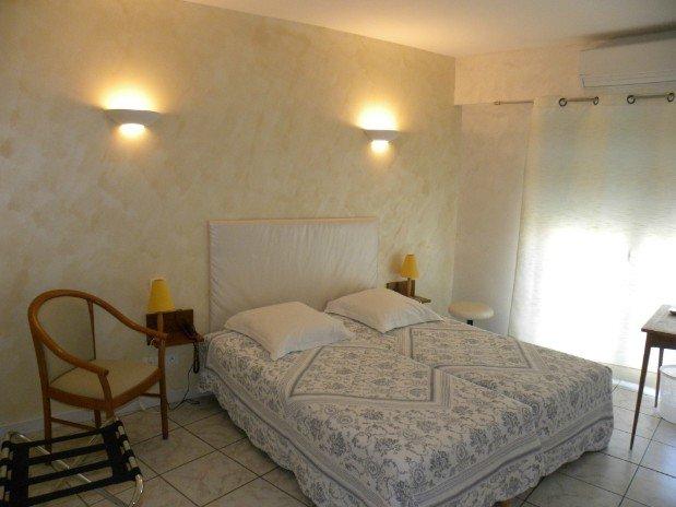 chambre double -côté village-2 lits jumeaux