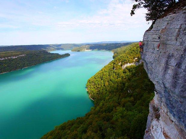 Escalade lac de Vouglan