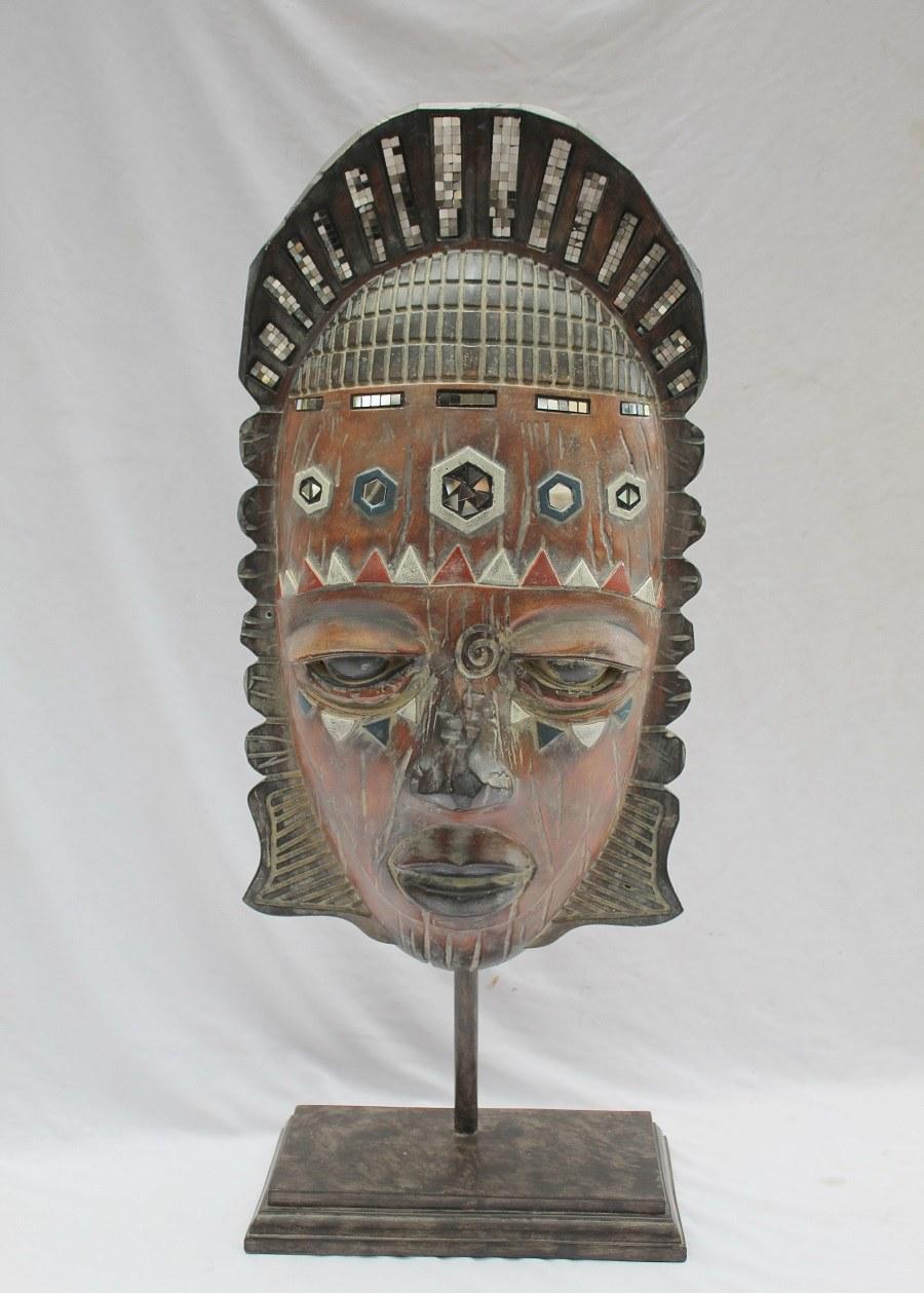 masque africain en résine 3.