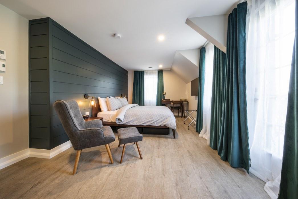 hotel-proche-aéroport-sherbrooke-chambre-supérieure-séjour