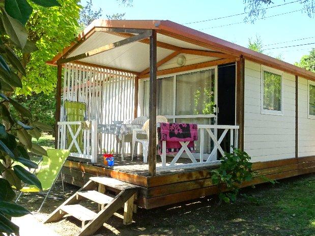 camping de l'olivier - sommieres-nimes - chalet 5 personnes-terrasse exterieure