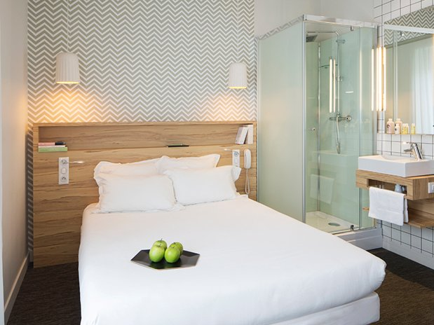 la chambre d 39 ami de pierre 25 3 les chambres d 39 ami du 2 me tage de h tel marin laval. Black Bedroom Furniture Sets. Home Design Ideas
