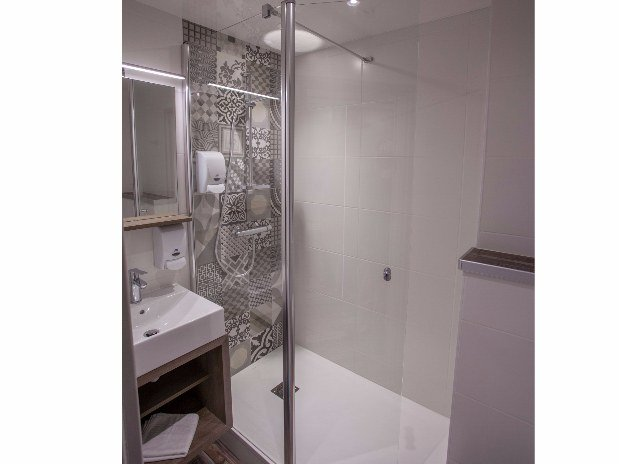 cozy-hotel-cosy-d-affaires-Morlaix-salle-de-bains-douche-italienne