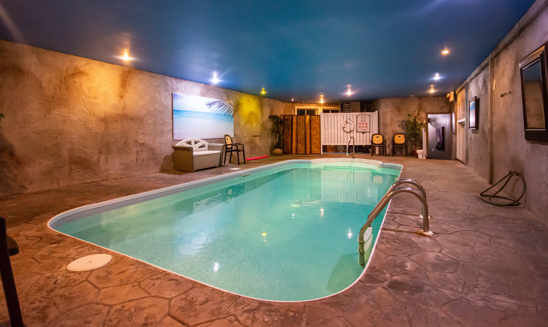 hotel-spa-laurentides-forfait-romantique-piscine-sécurisée
