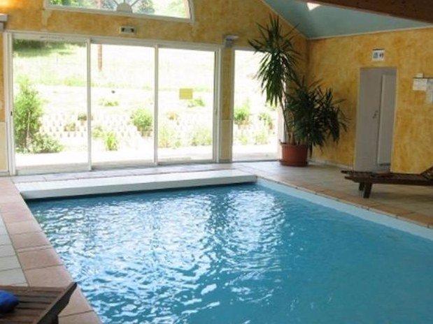 piscine Hotel Le Bout du Monde Cantal