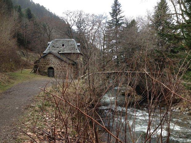 camping poutie - rivières -montagne - randonnées - auvergne - mont dore