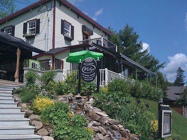 Restaurant Milliy's , à 2 Km. du Refuge C&S  Auberge Hotel