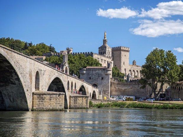 La Bastide des pins Avignon pont