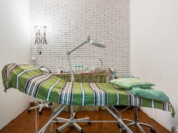 institut-de-beauté-marseille-table-massage-lampe