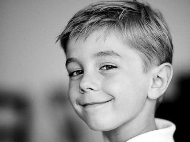 8-eme-art salon-de-coiffure-paris-15-garcon-sourire-visage