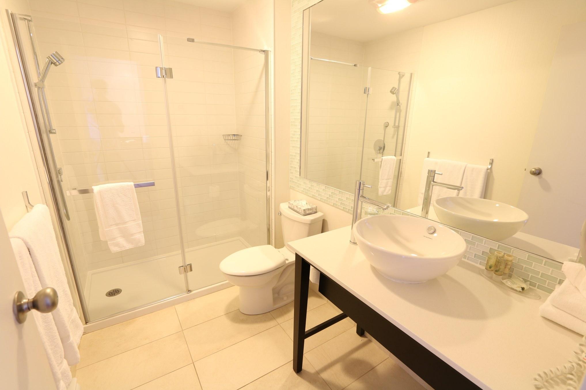 Hotel-boulevard-laurier-quebec-king-escamotable-salle-de-bain
