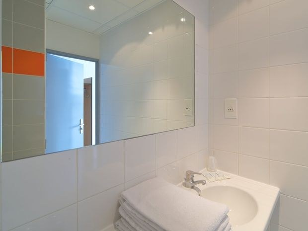 hotel-location-salle-réunion-chambre-salle-de-bain