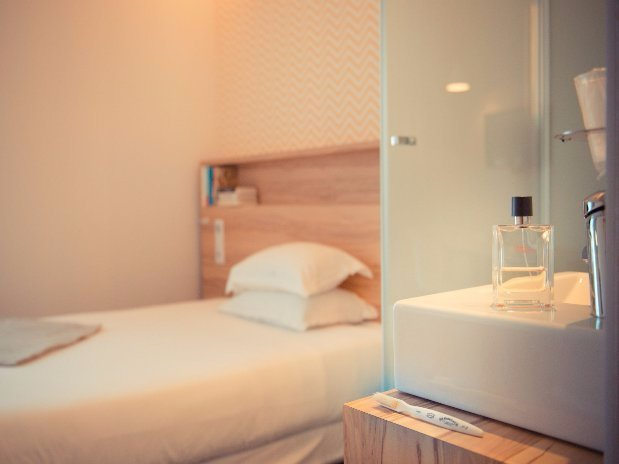 guest room Antoine Hotel Marin Laval