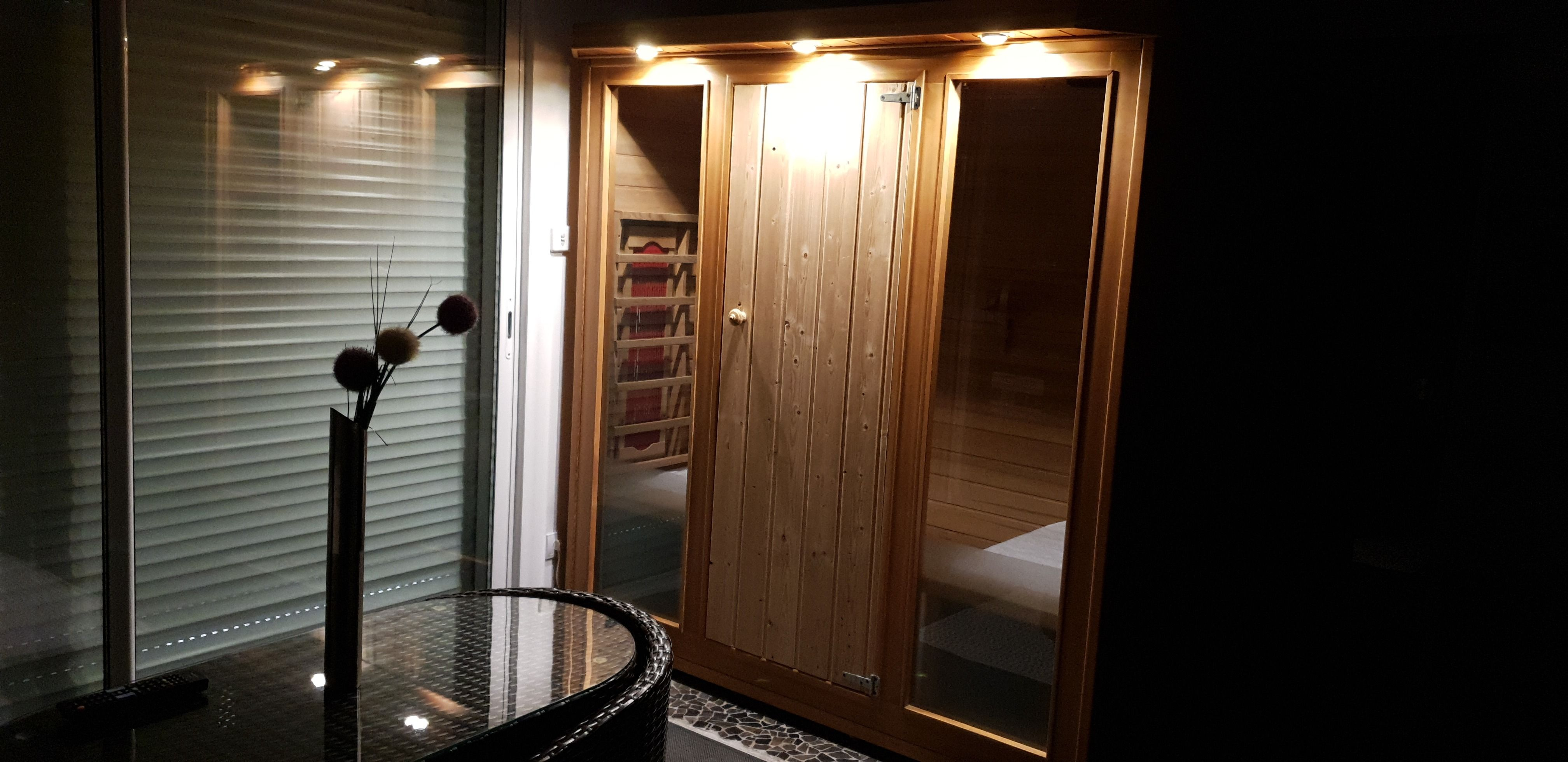 chambre-jacuzzi-privatif-lille-nord-pas-de-calais-sauna-lumiere-fleur-sauna