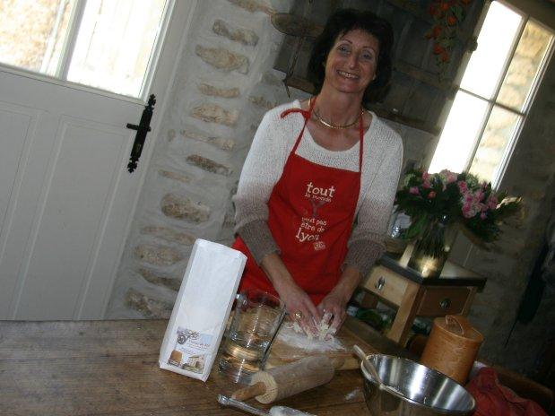 Isabelle cooking flour