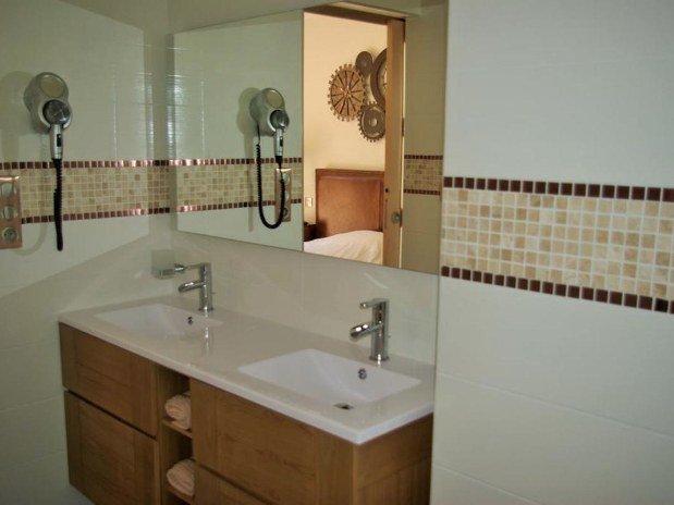 b&b-piscine-cannes-domaine-les-cigales-salle-de-bain