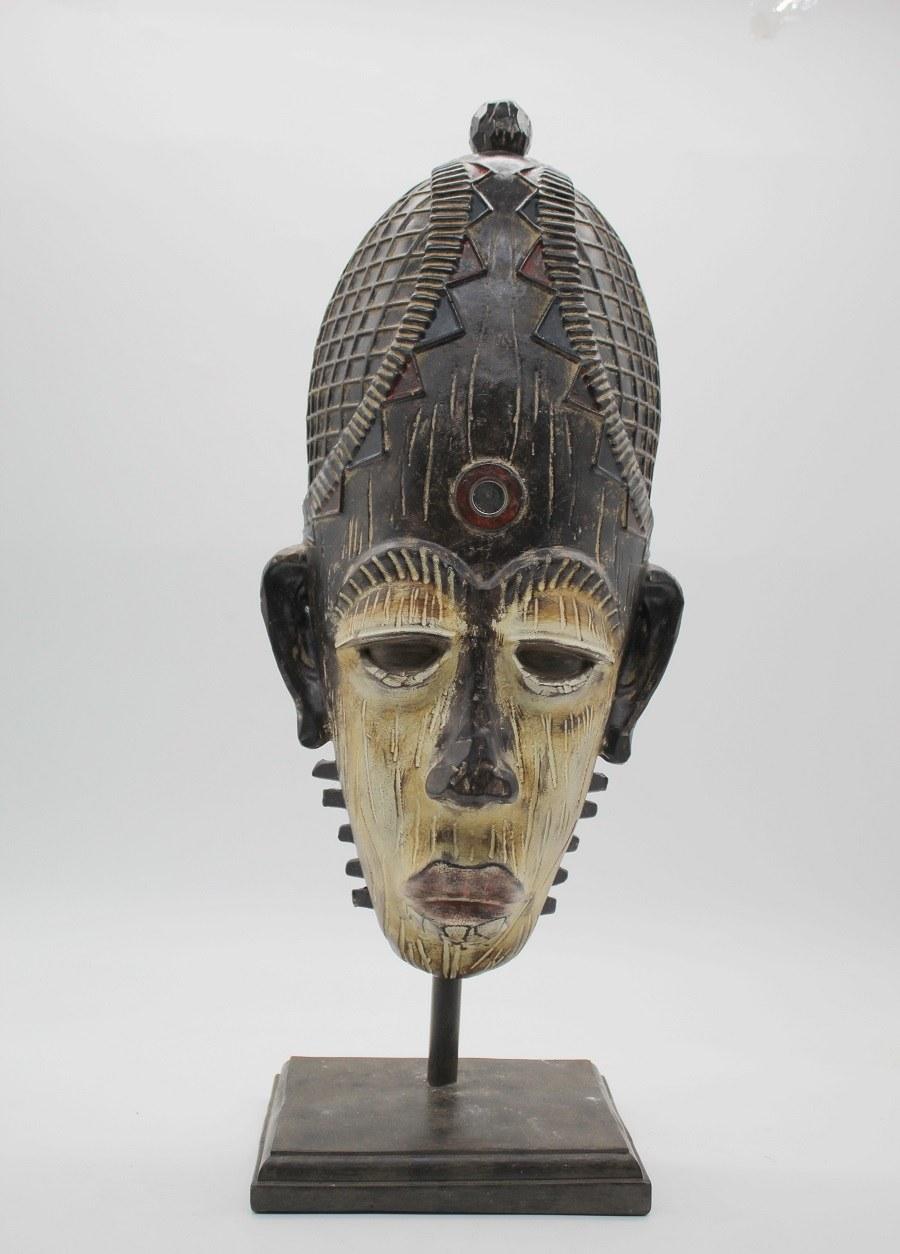 masque africain en résine 2.