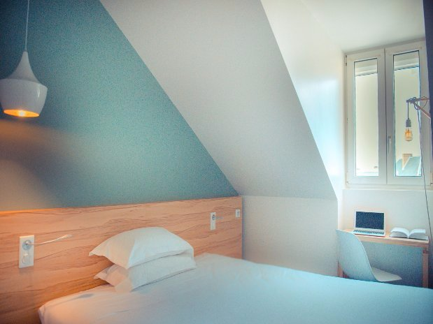 hotel laval room