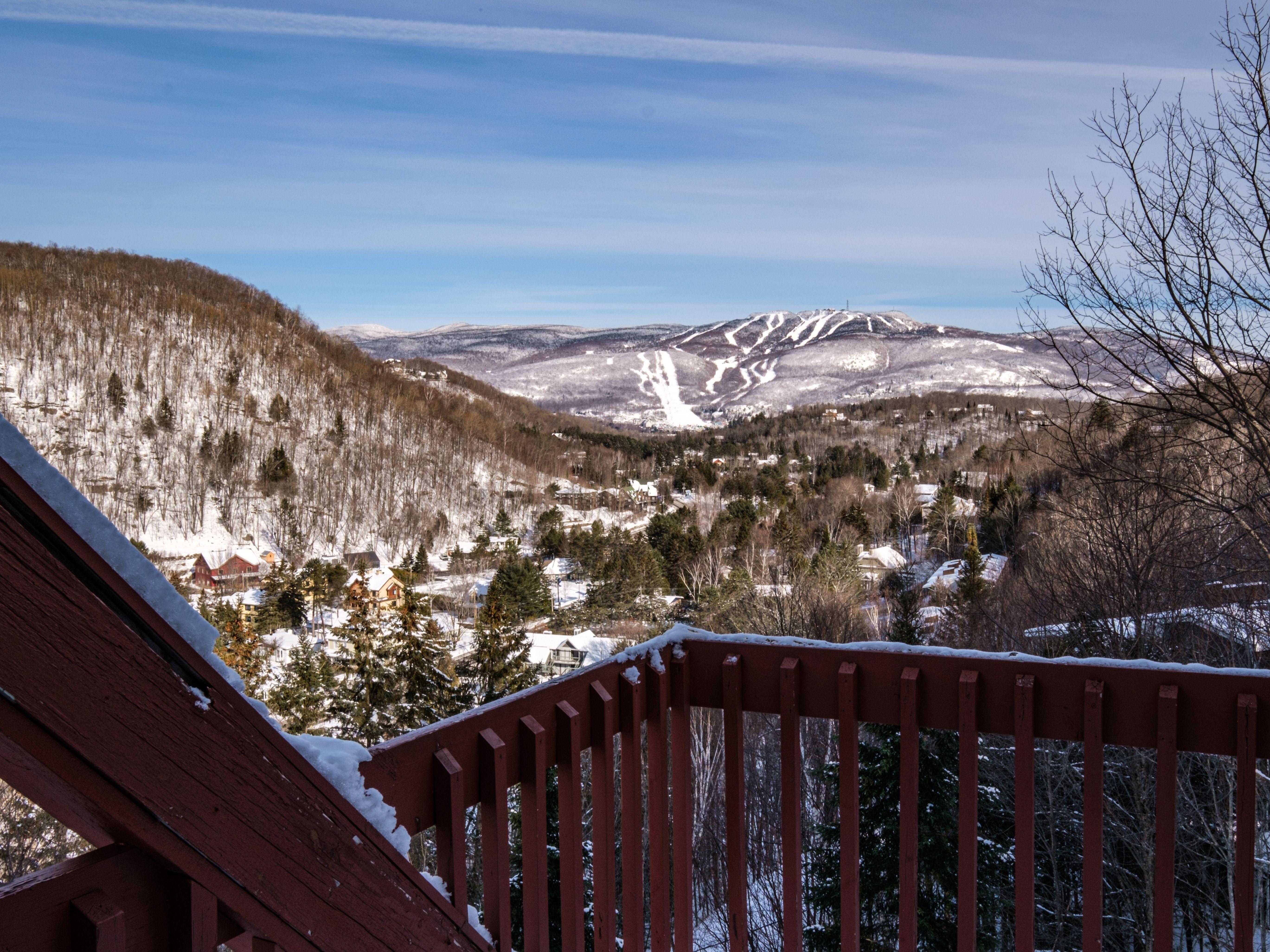 location-chalet-mont-tremblant-condo-terrasse-vue-sur-montagne