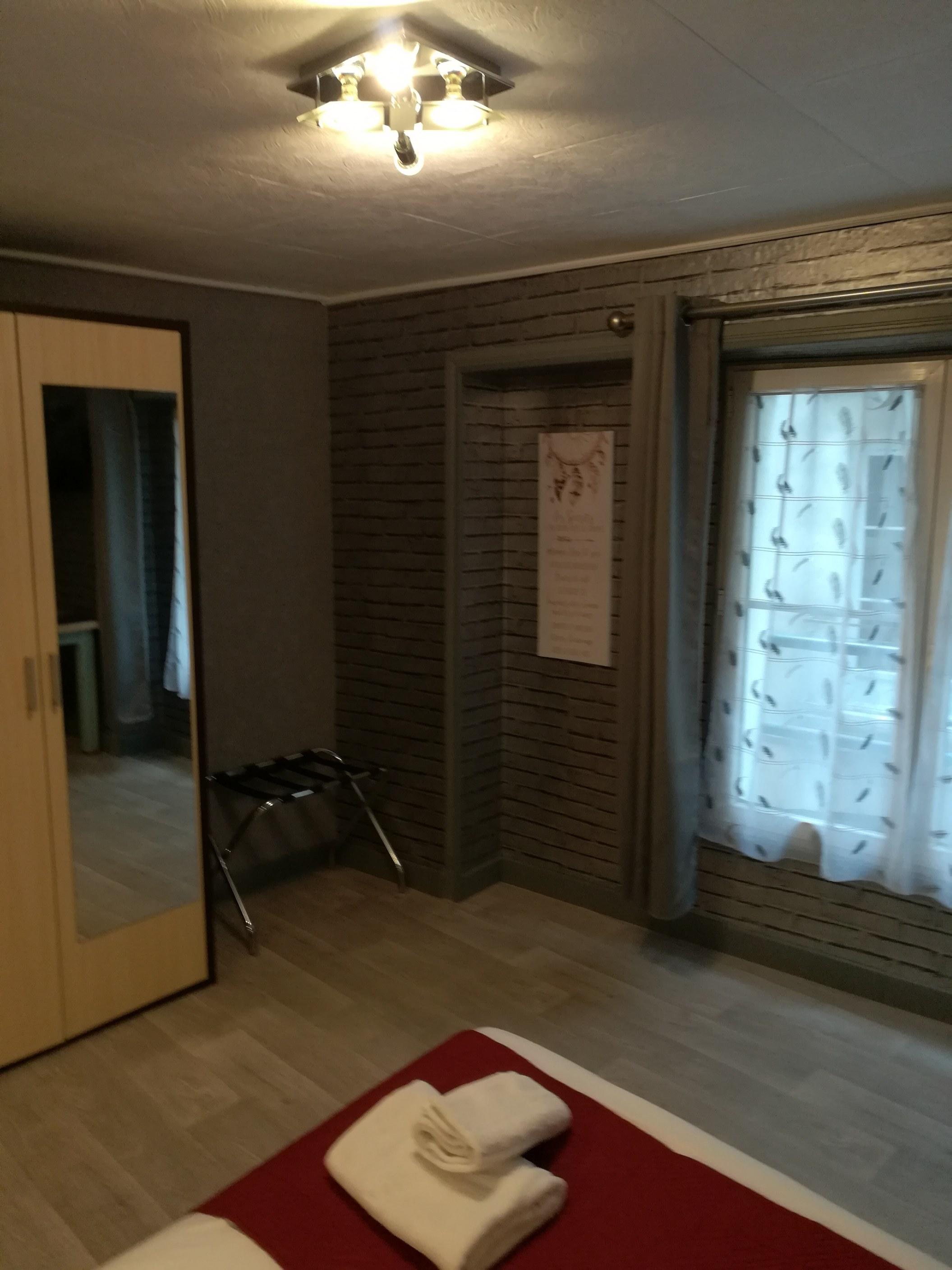 chambre 25M² avec salle de bains baignoire