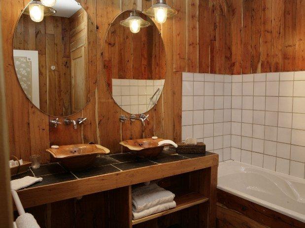 Bagno in legno naturale