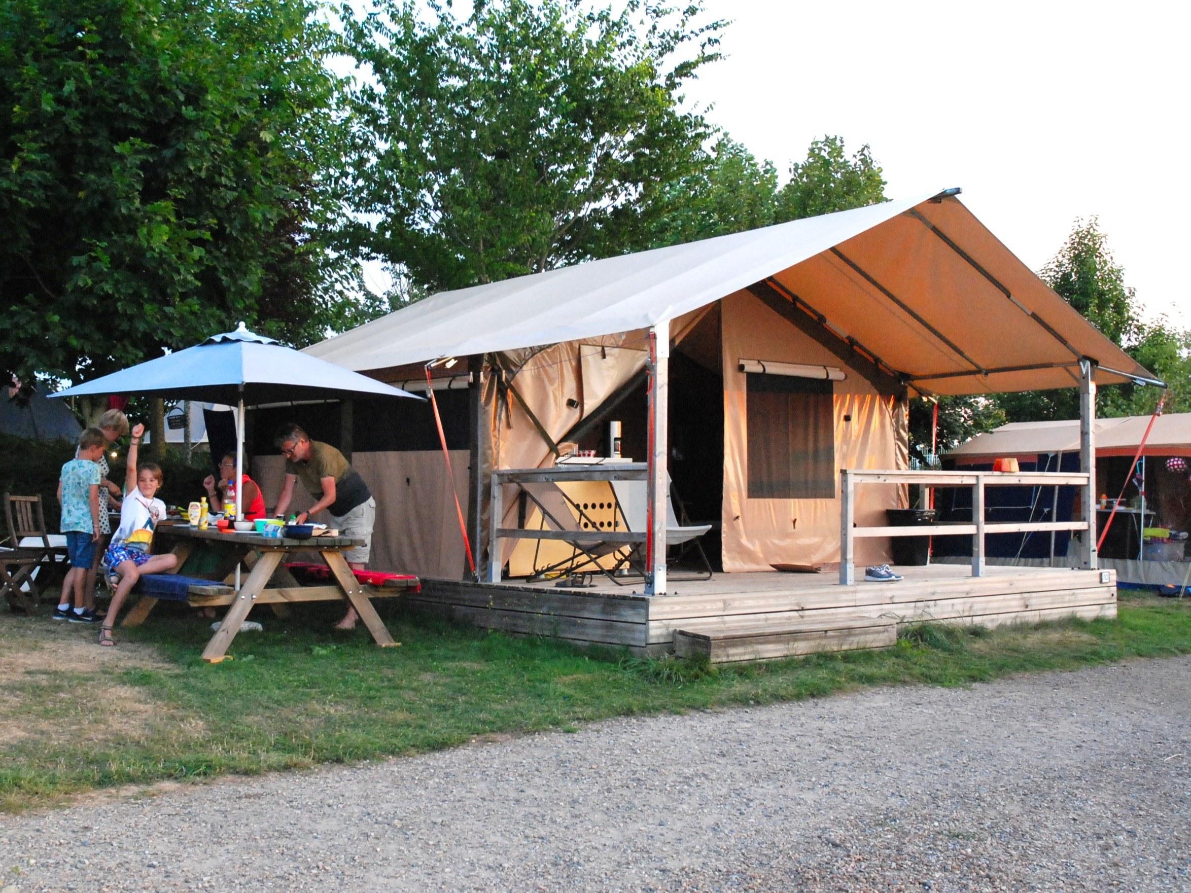 Camping Le Clapas tente lodge Victoria