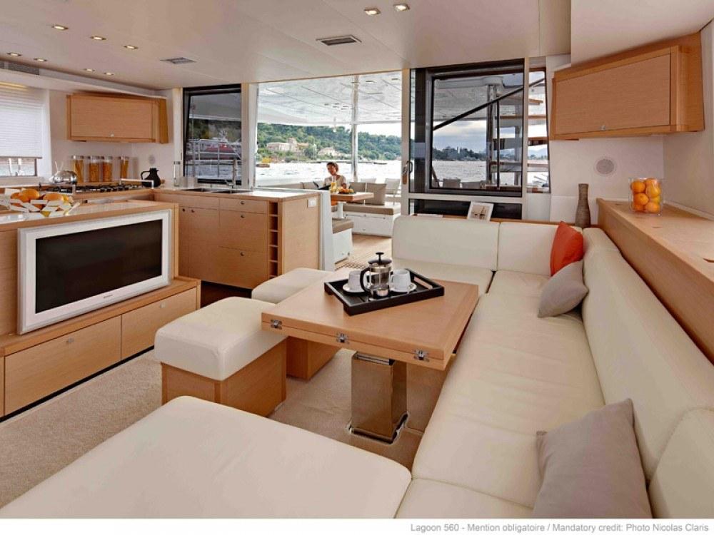 catamaran-interieur