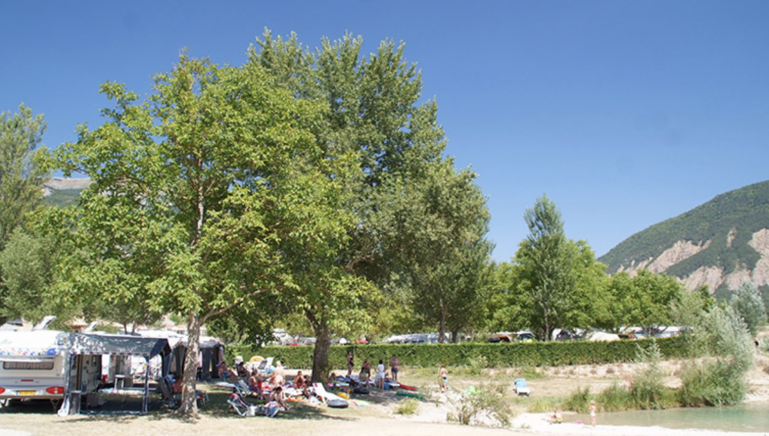 emplacement camping bords de lac