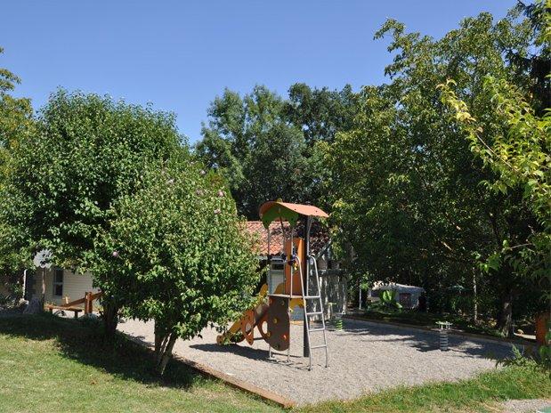camping-montréjeau-midi pyrénées-camping familial-piscine-St bertrand de comminges-aire de jeux-haute garonne