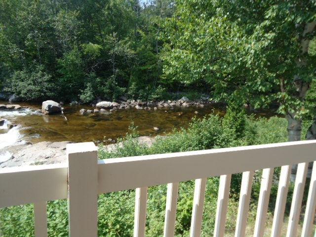 motel-st-simeon-charlevoix-evangeline-vue-rivière-arriere