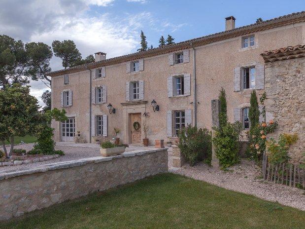 Entrée Bastide Provence Avignon