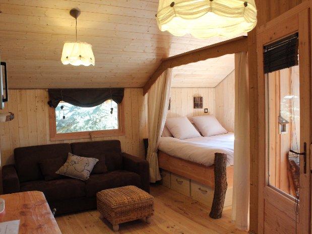 Chambre cabane arbres Domaine cèdres Loire