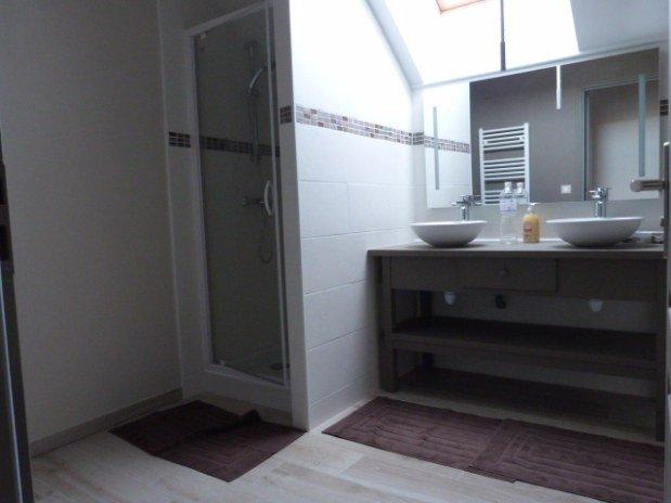 salle de bains 2 étage gîte moulin val orquaire Touraine