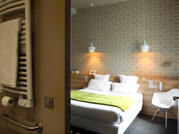 grande chambre double-hotel marin-laval-madeleine