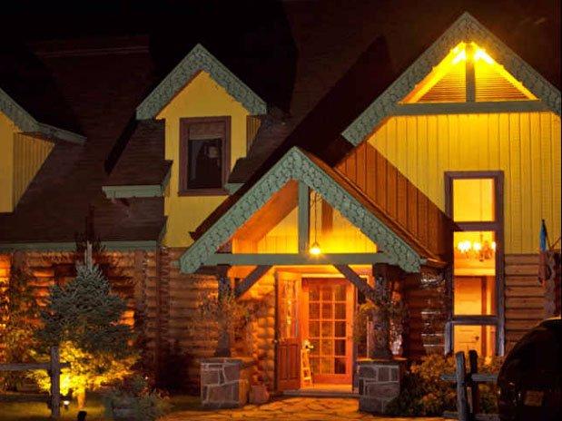 La Petite Cachée située  en face du Refuge Comfort Suites Hôtel