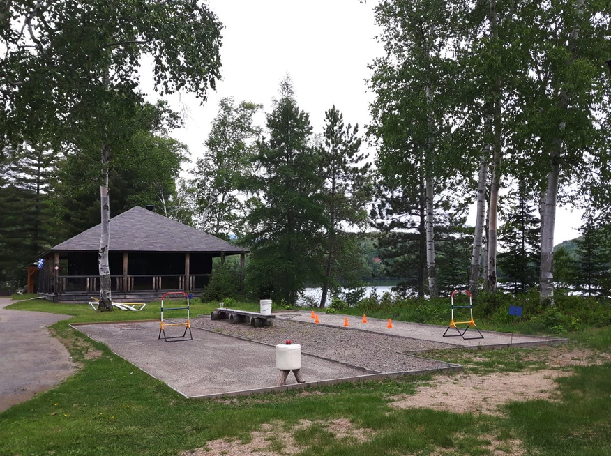 location-chalet-mont-tremblant-lac-petanque