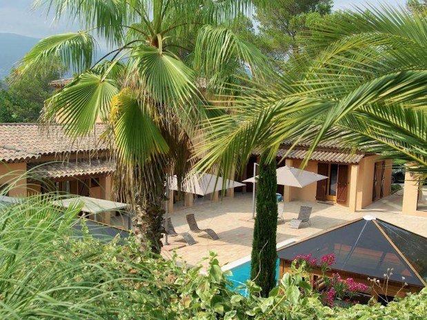 b&b-piscine-cannes-domaine-les-cigales-maison-palmiers