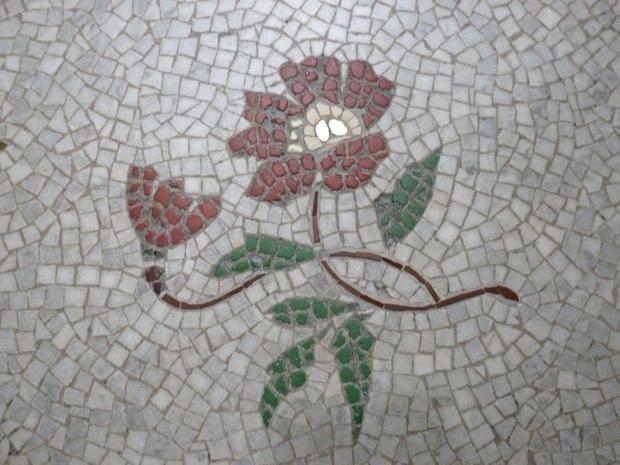Blanche - Détail sol escalier monumental