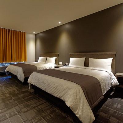 chambre-deux-lits-queen-hotel-laval