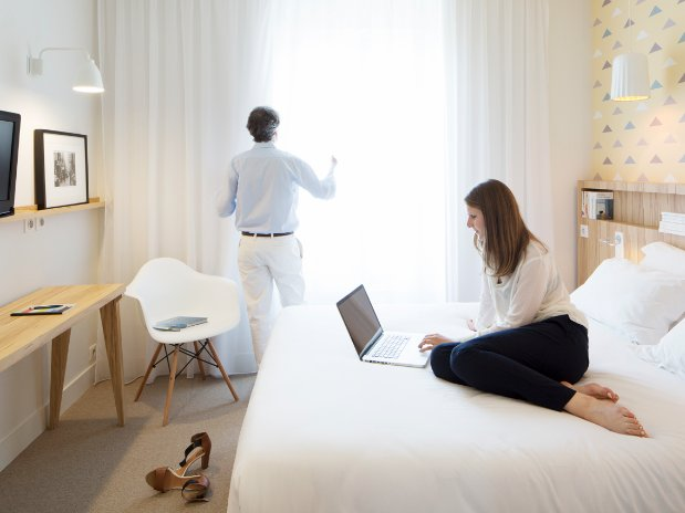 hotel marin-boutique hotel-laval-mayenne-chambre avec clients