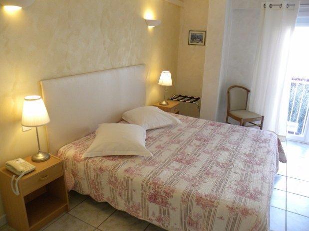 chambre triple-anglade hotel- lavandou