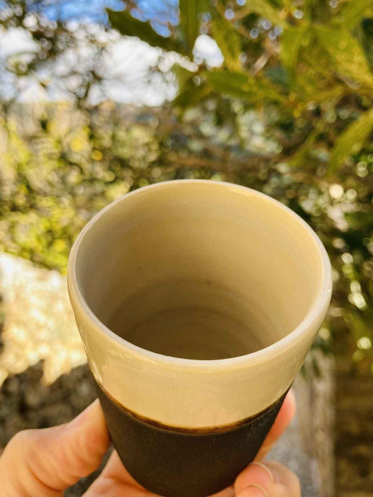 039-Tasse-café-noire-blanc-cone