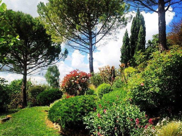 repos dans un jardin calme