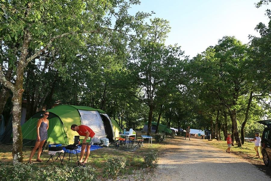 CAMPING camping familial nature lot piscine occitanie